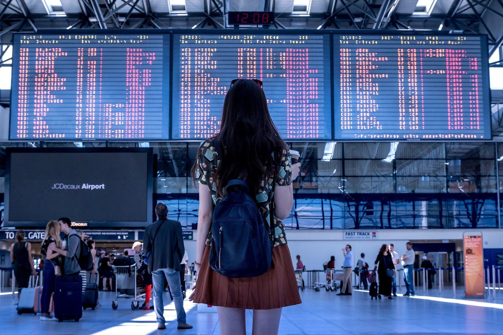 Jaki kierunek rozwoju wybrać - rozterki przed rozkładem lotów na lotnisku